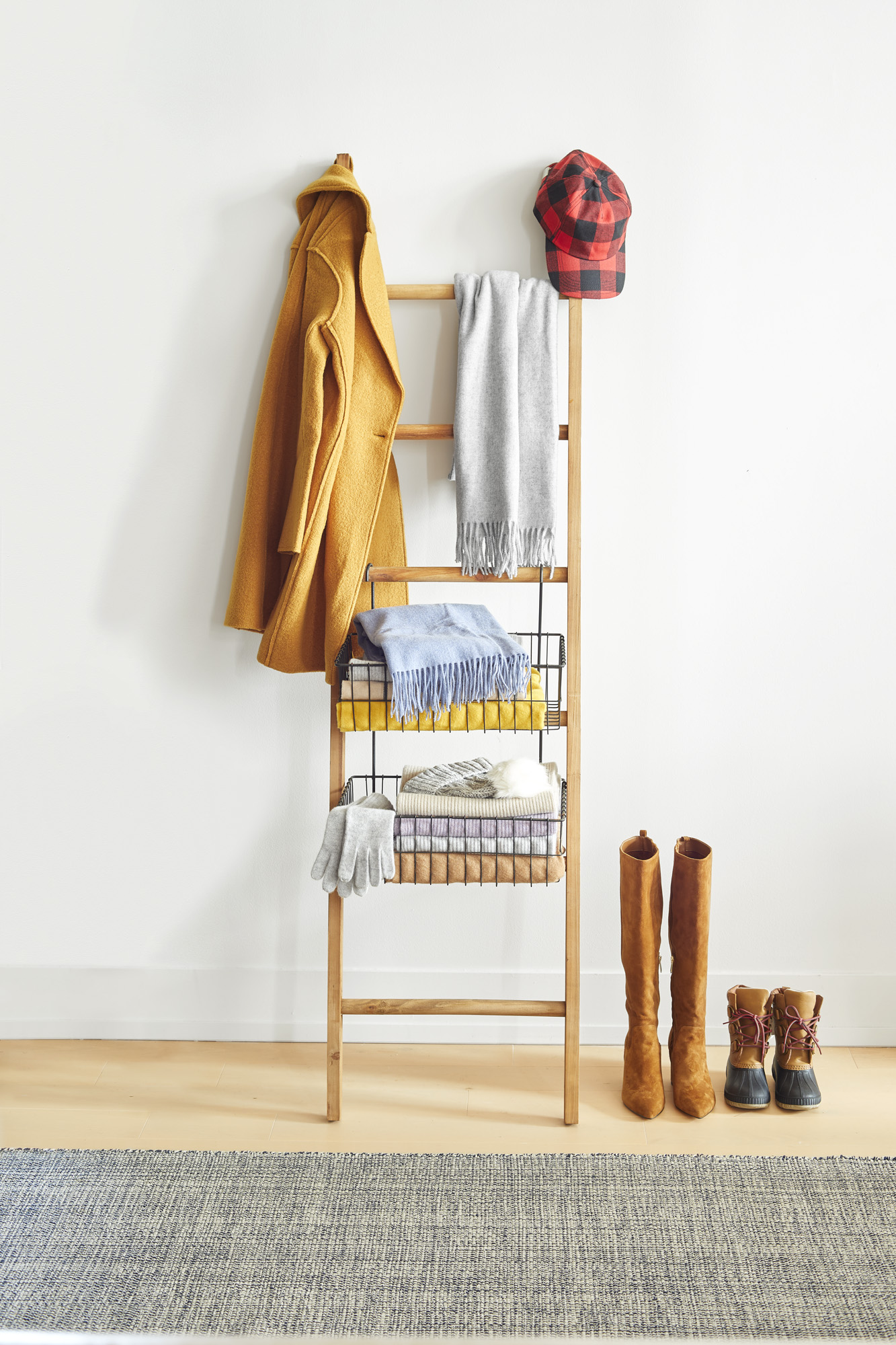 Rustic Ladder With Wire Baskets (0119ORG)