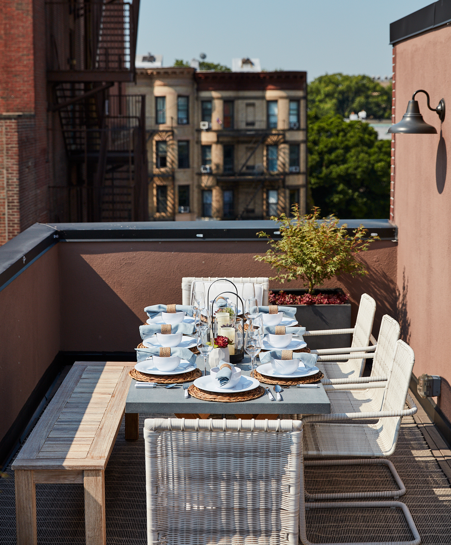 rooftop-terrace-table-1019hom