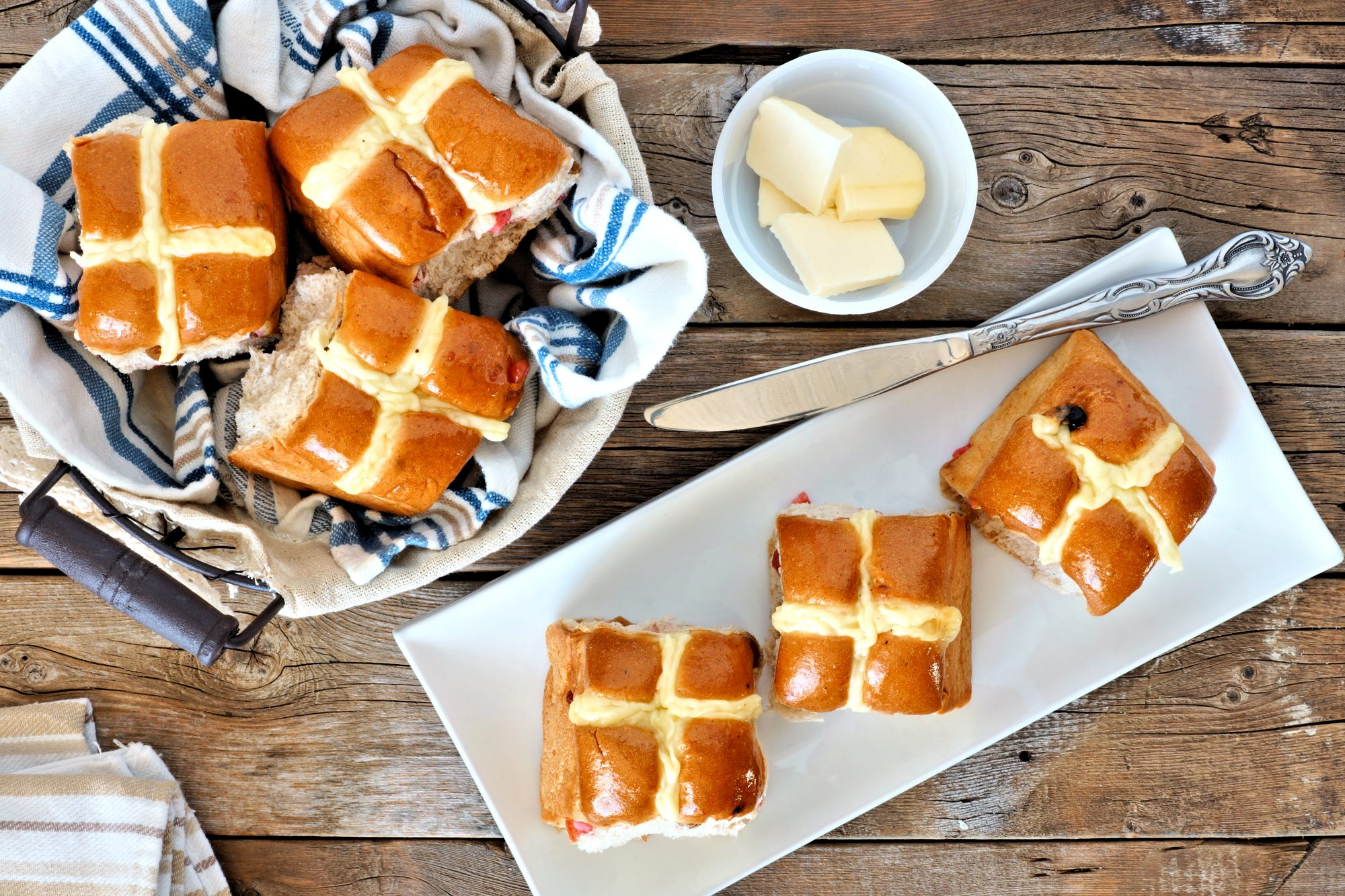 Easter bread: hot crossed buns