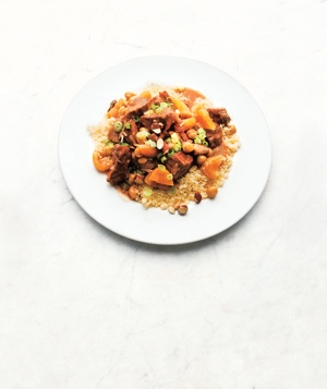 Spiced pork and apricot stew dish