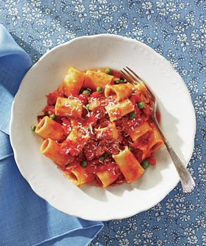 Rigatoni With Bacon, Tomatoes, and Peas