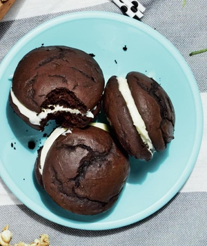 Whoopie Pies with Whipped Cream Cheese Frosting