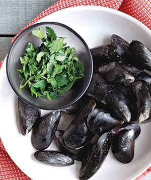Marinara Sauce With Mussels and Parsley