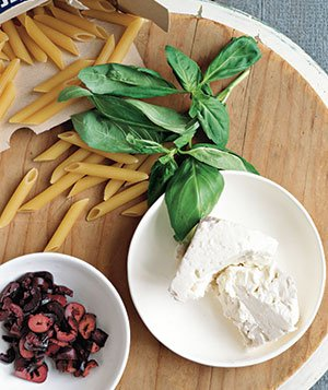 Marinara Sauce With Olives, Basil, and Feta