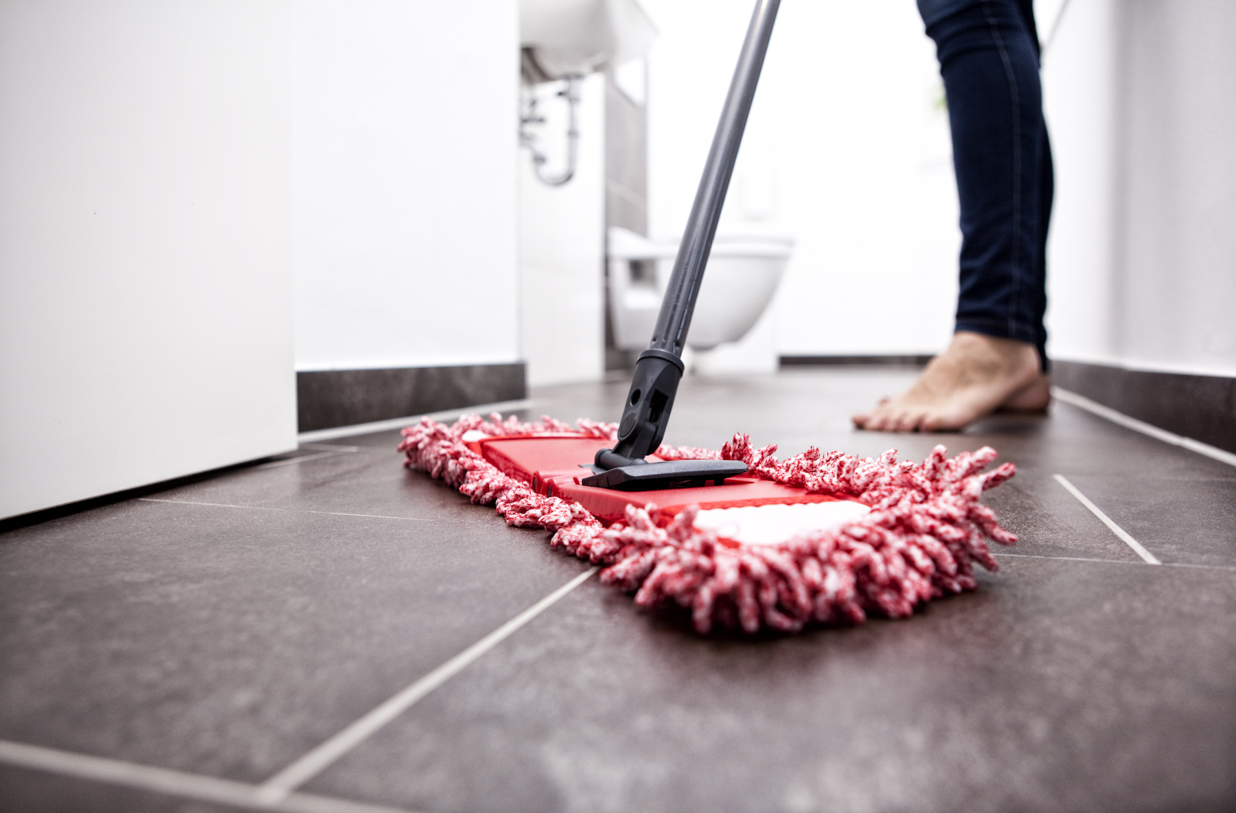 How to Clean Bathroom Mopping