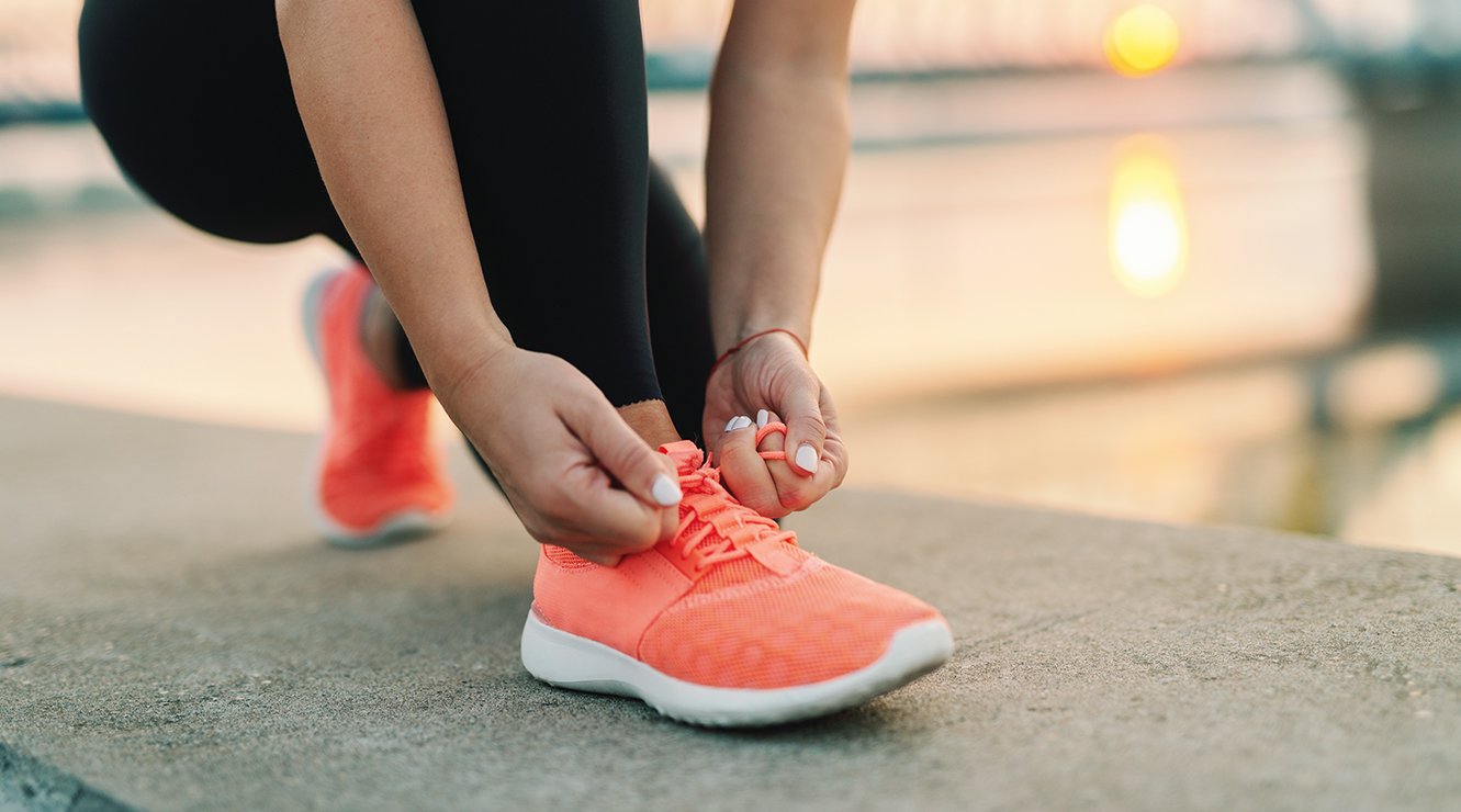 woman tying her running sneakers