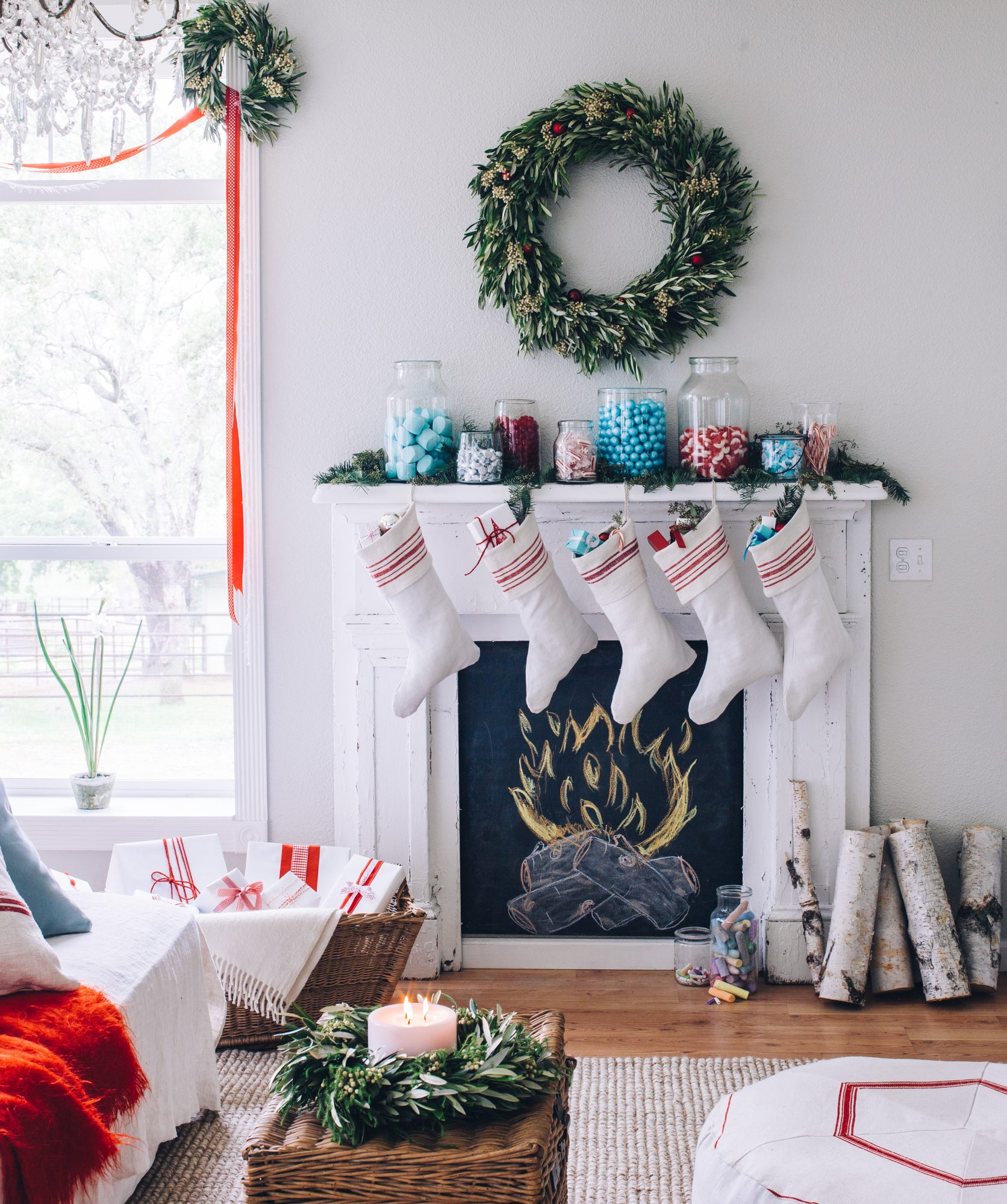 Last-Minute Holiday Decoration Ideas, living room decorated for Christmas