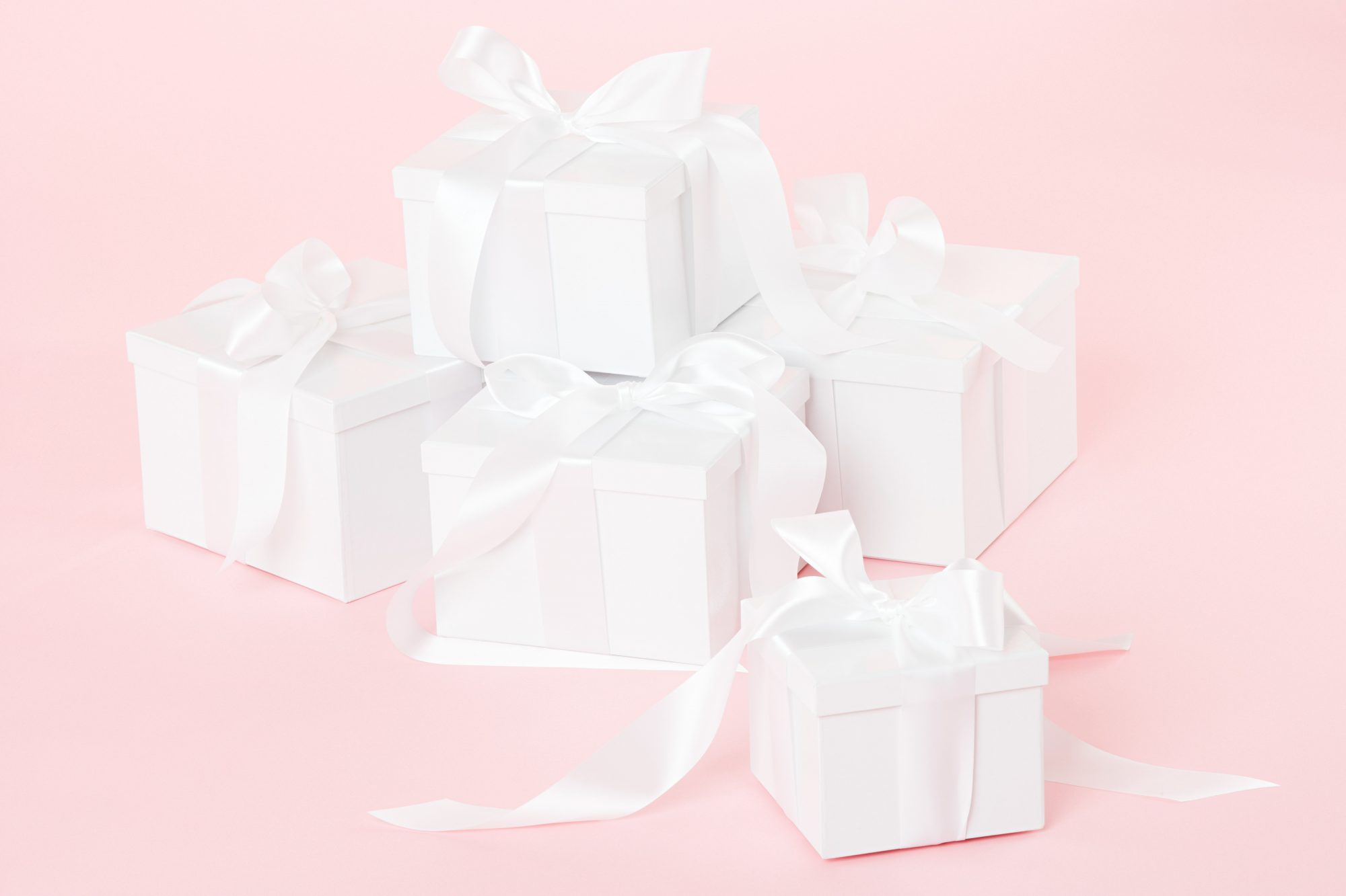 White and gold wedding gifts