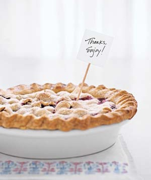 Fruit pie with a  thank you  note