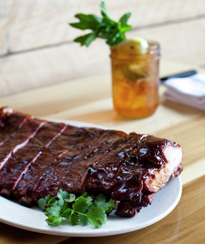 Rack of barbecue ribs with iced tea