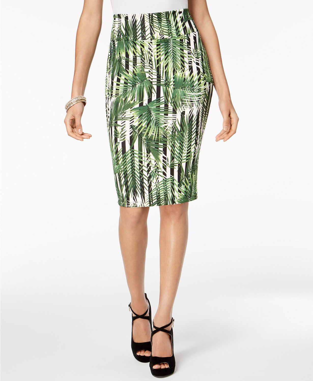 One of Thalia's favorite, and made with spandex-like material that contours your hips, this palm tree printed skirt will make you turn heads anywhere you go.
