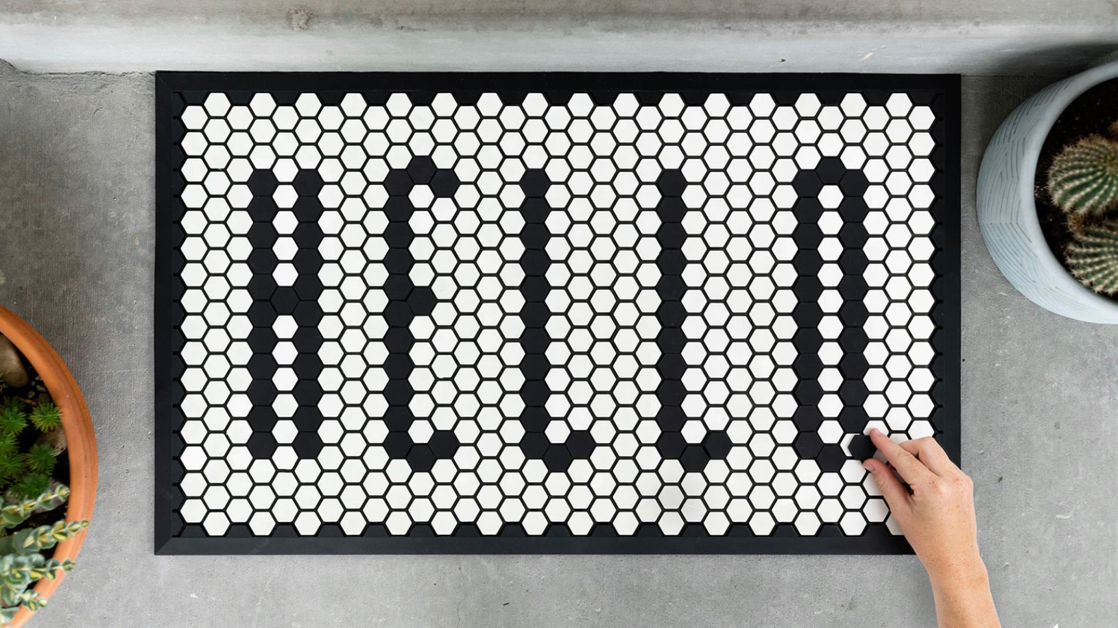 6 Clever Items (4/3/20) - Customizable door mat that says hello