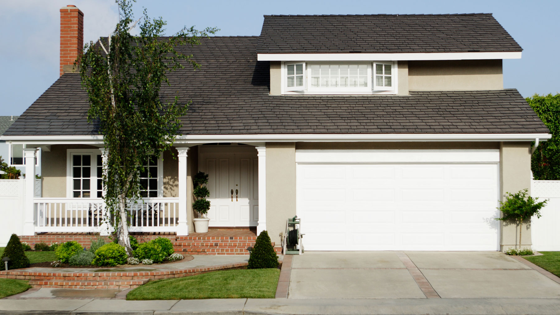 Curb appeal ideas: How to improve curb appeal (Pretty house exterior)