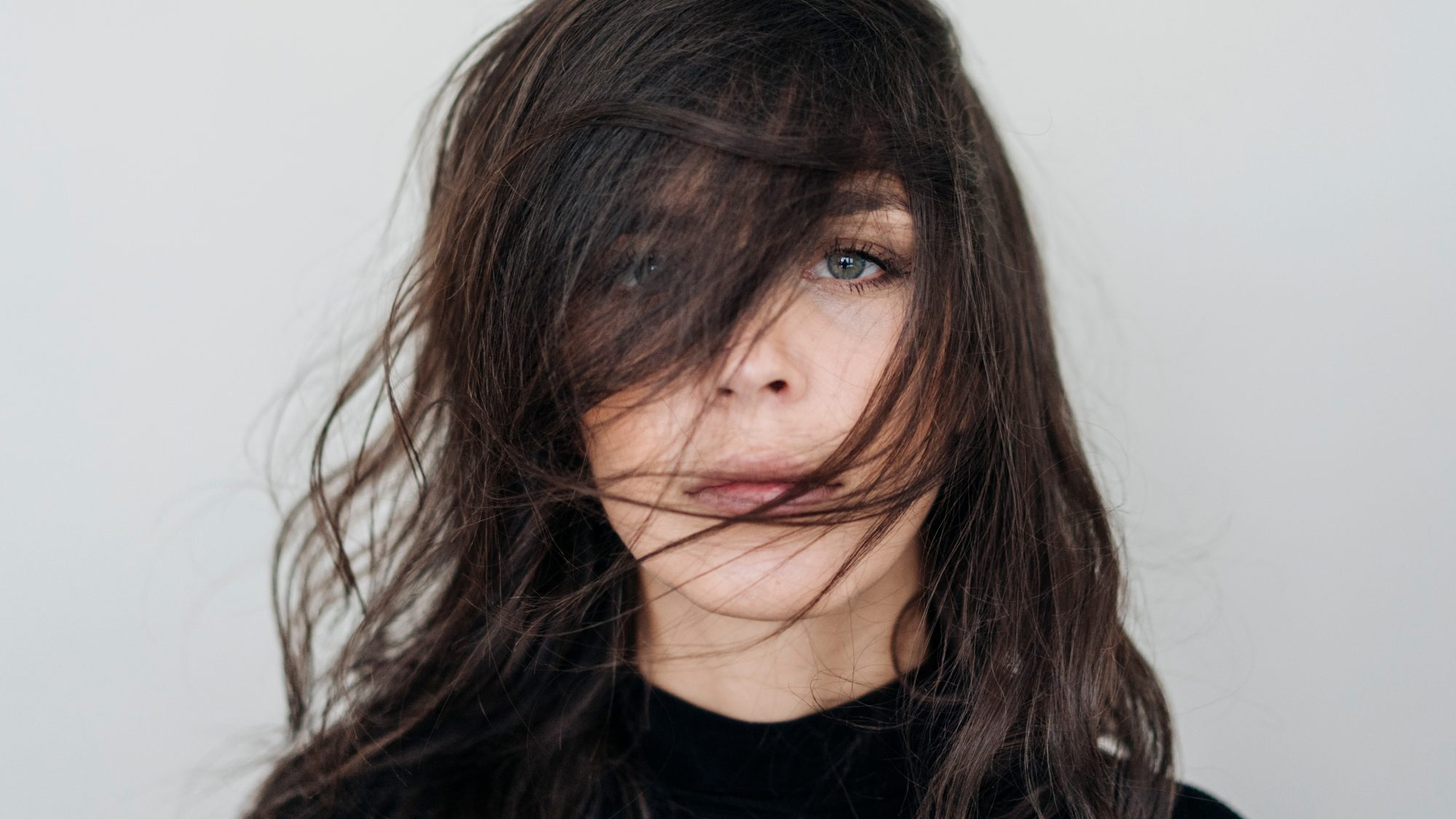 woman with staticky hair: how to keep hair static-free