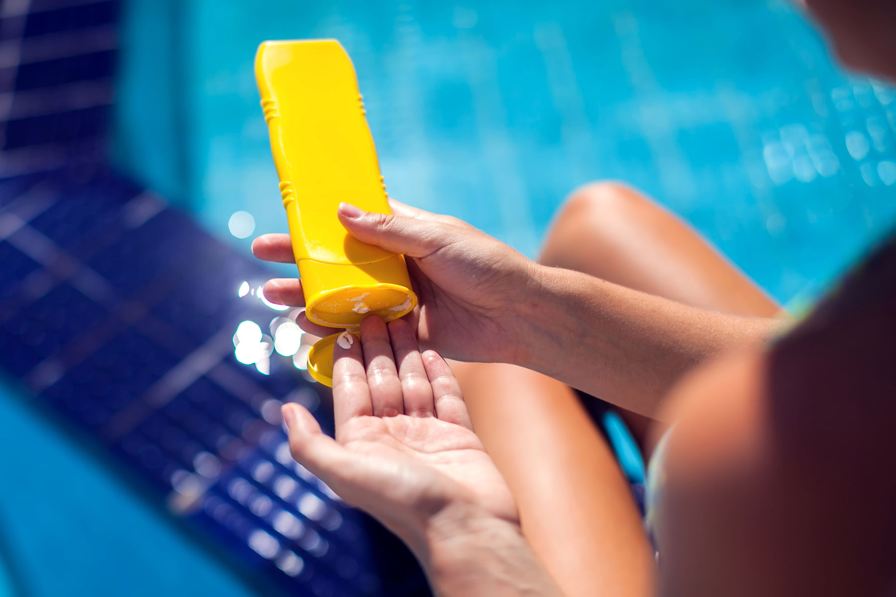 Sunscreen expiration: when to throw sunscreen away and how long does sunscreen last (sunscreen bottle)
