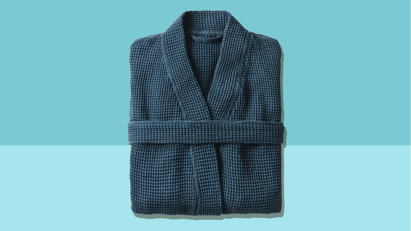 Valentine's Day gifts for him and men - Coyuchi Waffle Robe in blue tout