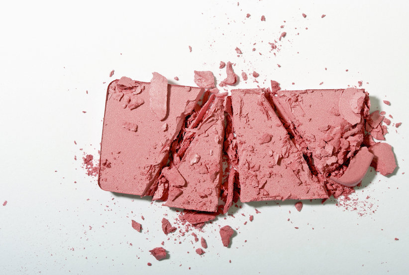 This Magical Tool Fixes Broken Makeup—Even Crumbled Powders