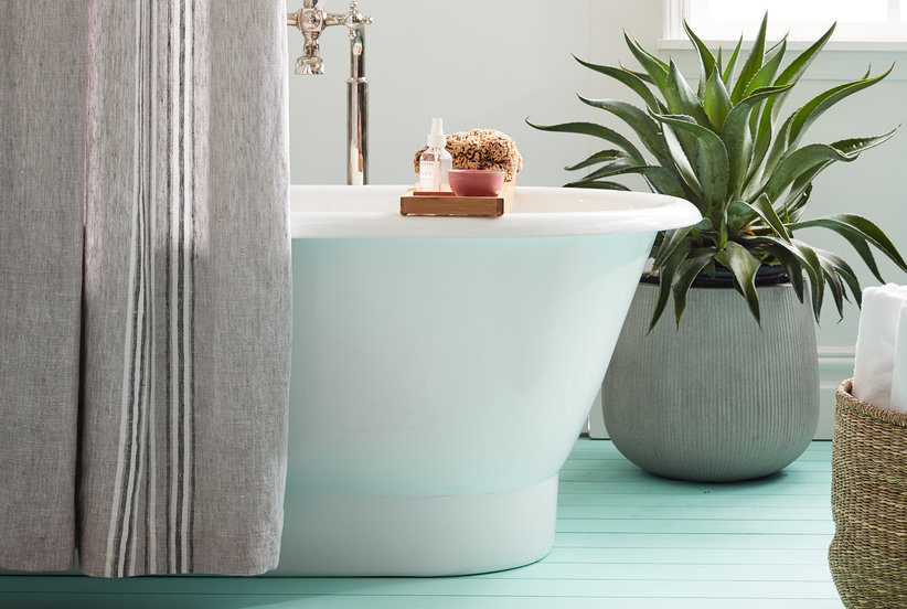 This Clever Tub-Cleaning Hack Will Get Your Bathroom Sparkling (Without Hurting Your Back)