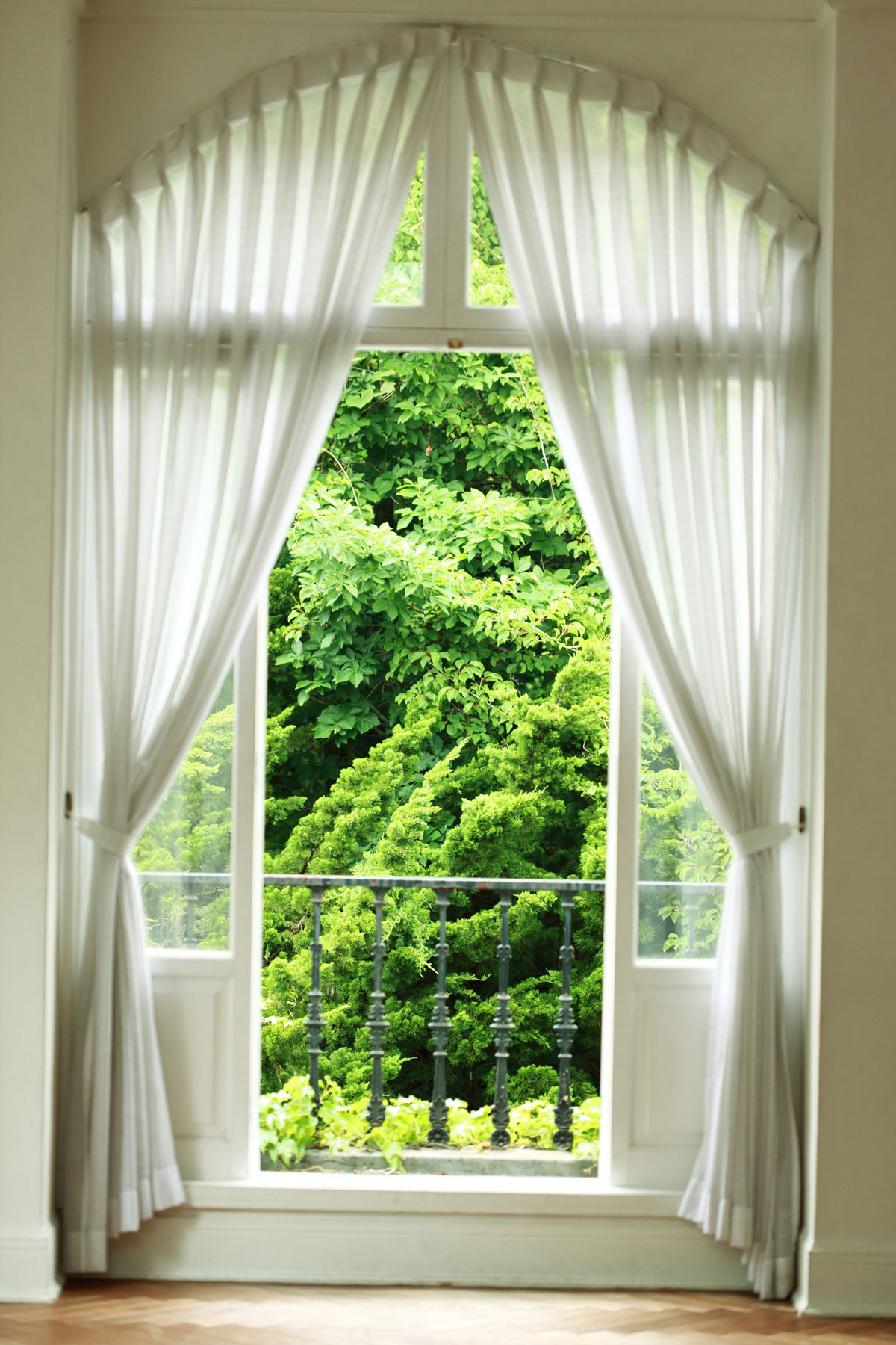 Curtains and Window Treatments Guide - curtain with tie-backs