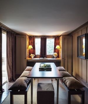 Dining room with pillow benches