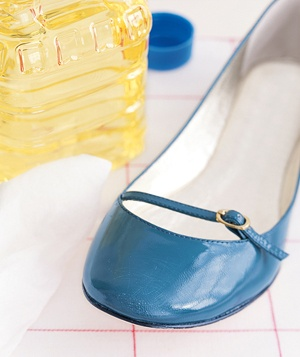 Vegetable oil and patent leather shoe
