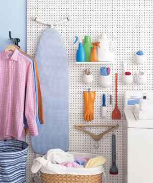 Pegboards organize a laundry room