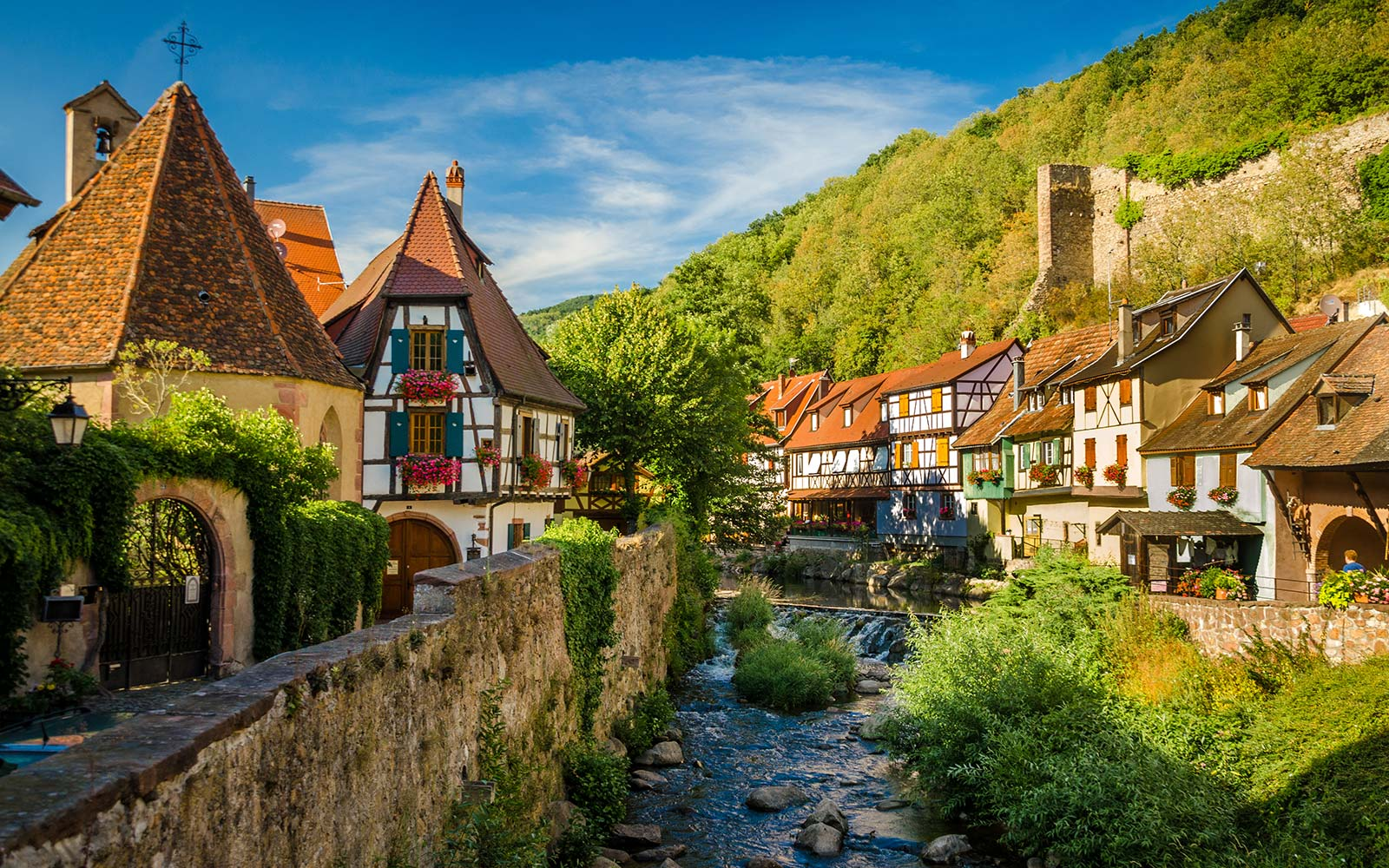 Kaysersberg is a picturesque medieval village located on the  Alsace Wine Route .