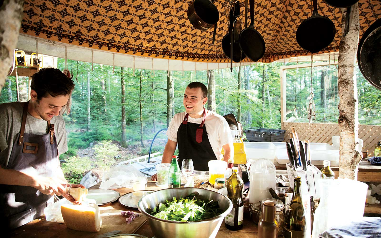 Outdoor kitchen at Stedsans in the Woods, in Sweden