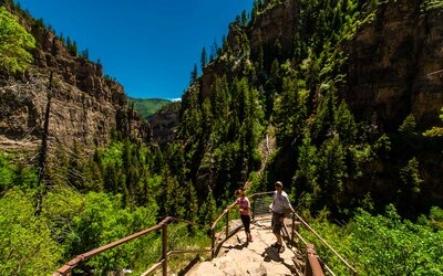 Colorados Hanging Lake Is So Popular Visitors Have To Request A