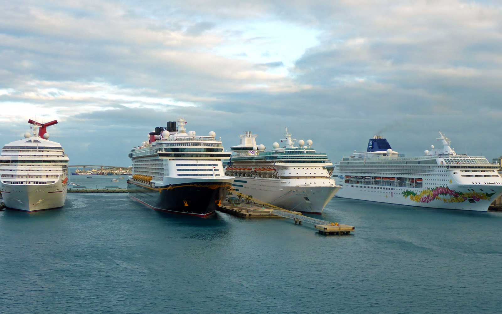 Cruise ships at port - when to book