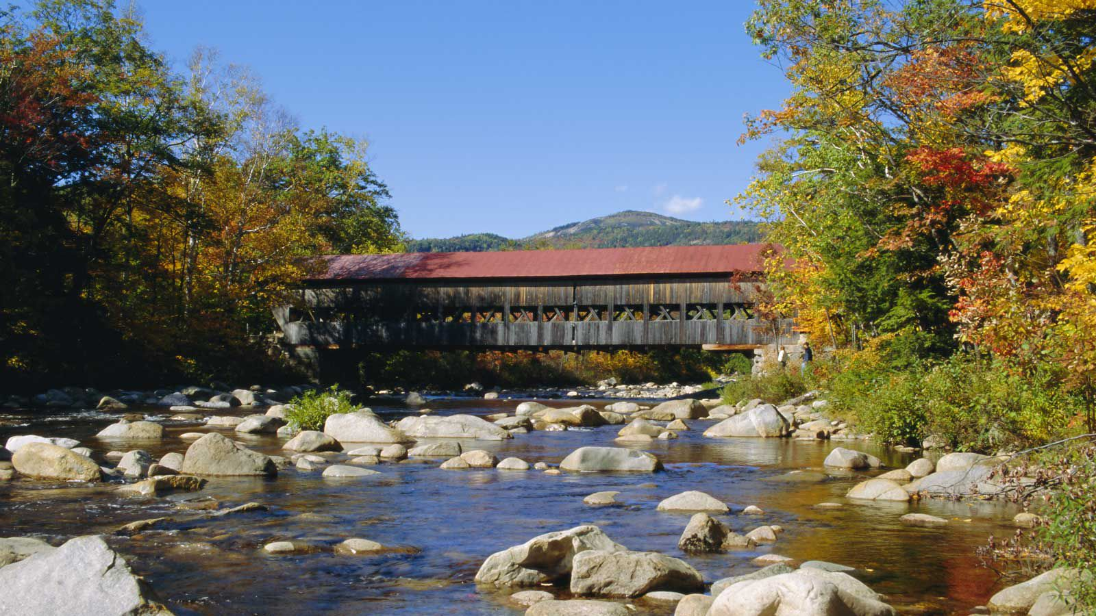 Albany Covered Bridge over the Swift River, Kancamagus Highway, New Hampshire, USA