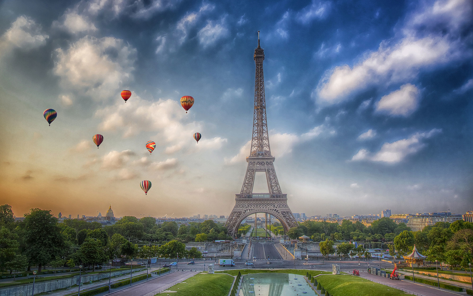 Hot-air balloon flying by the Eiffel tower