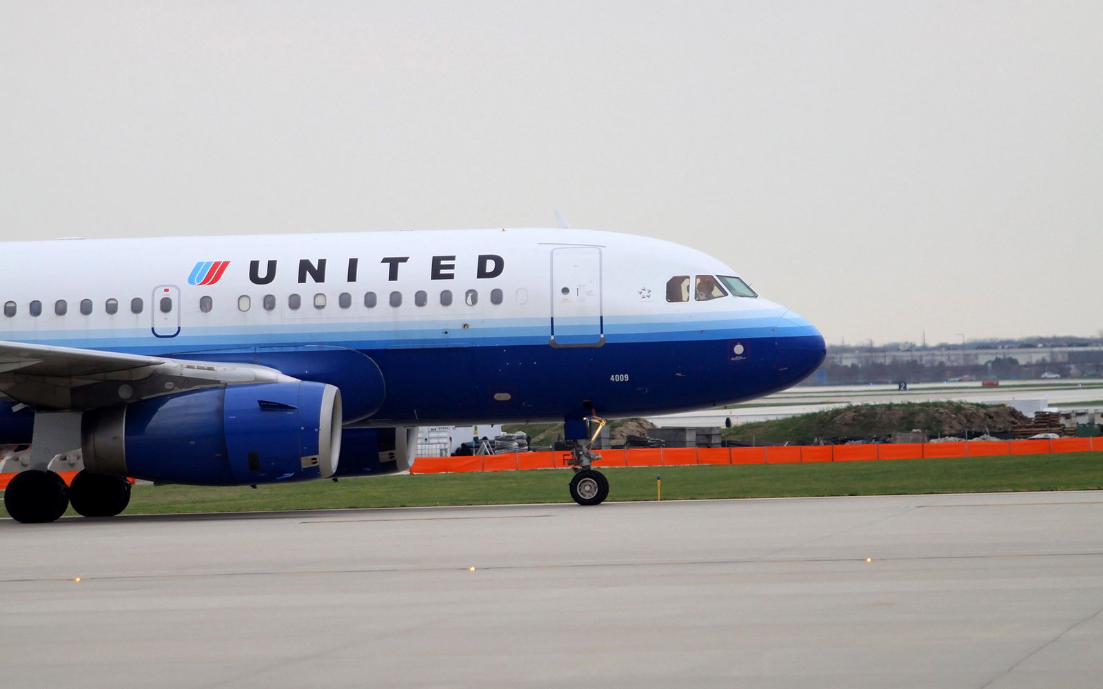 CHICAGO - OCTOBER 25:  A United Airlines airplane, taxis up the runway to prepare for takeoff at O'Hare International Airport in Chicago, Illinois on OCTOBER 25, 2012.  (Photo By Raymond Boyd/Michael Ochs Archives/Getty Images)