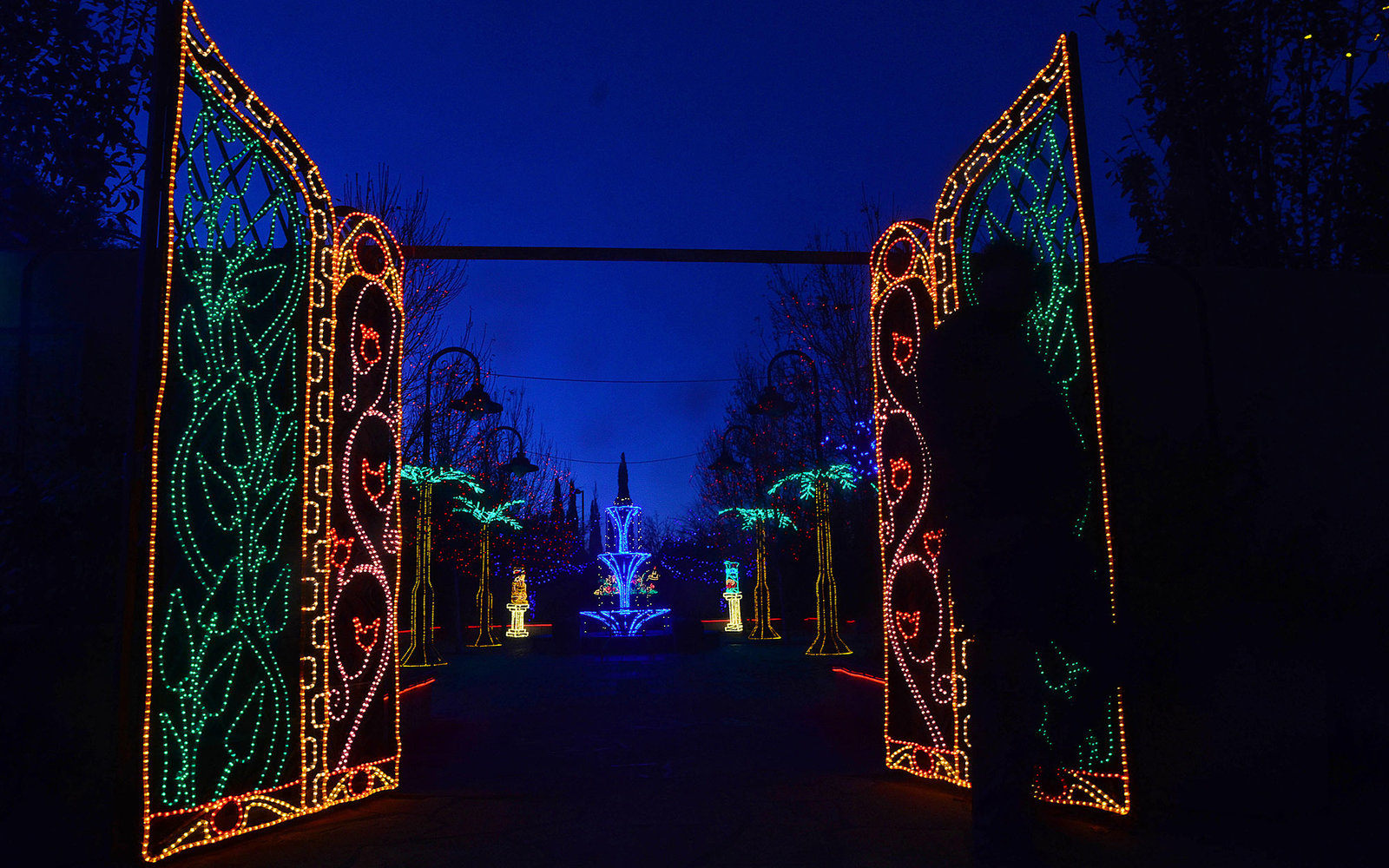 EAMCPP Albuquerque, NEW MEXICO, USA. 17th Nov, 2014. 111714.A man walks in front of the gates of the Moorish Garden that is part of this year's River of Lights at the Albuquerque Bio Park Botanical Garden .Photographed on Sunday November 16, 2014. /Adolph