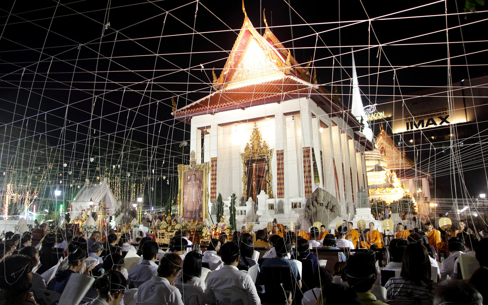 BANGKOK, THAILAND - 2014/12/31: People chanting and offering prayers with Buddhist monks during the New Year's Eve 2015 countdown at Pathum Wanaram Temple in Bangkok. (Photo by Piti A Sahakorn/LightRocket via Getty Images)