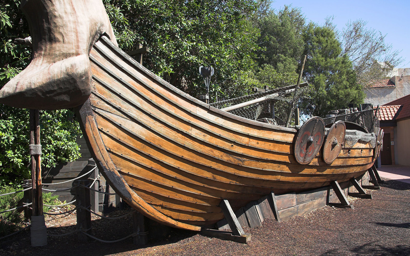 A6F7MM Viking ship in Norwegian section of EPCOT Center, World Showcase, Disney World, Orlando, Florida, USA. Image shot 2007. Exact date unknown.