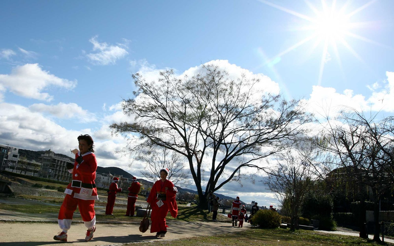 KYOTO, JAPAN - DECEMBER 23:  Participants in Santa costumes race in the Kyoto Santa Claus Marathon on December 23, 2011 in Kyoto, Japan.  (Photo by Buddhika Weerasinghe/Getty Images)