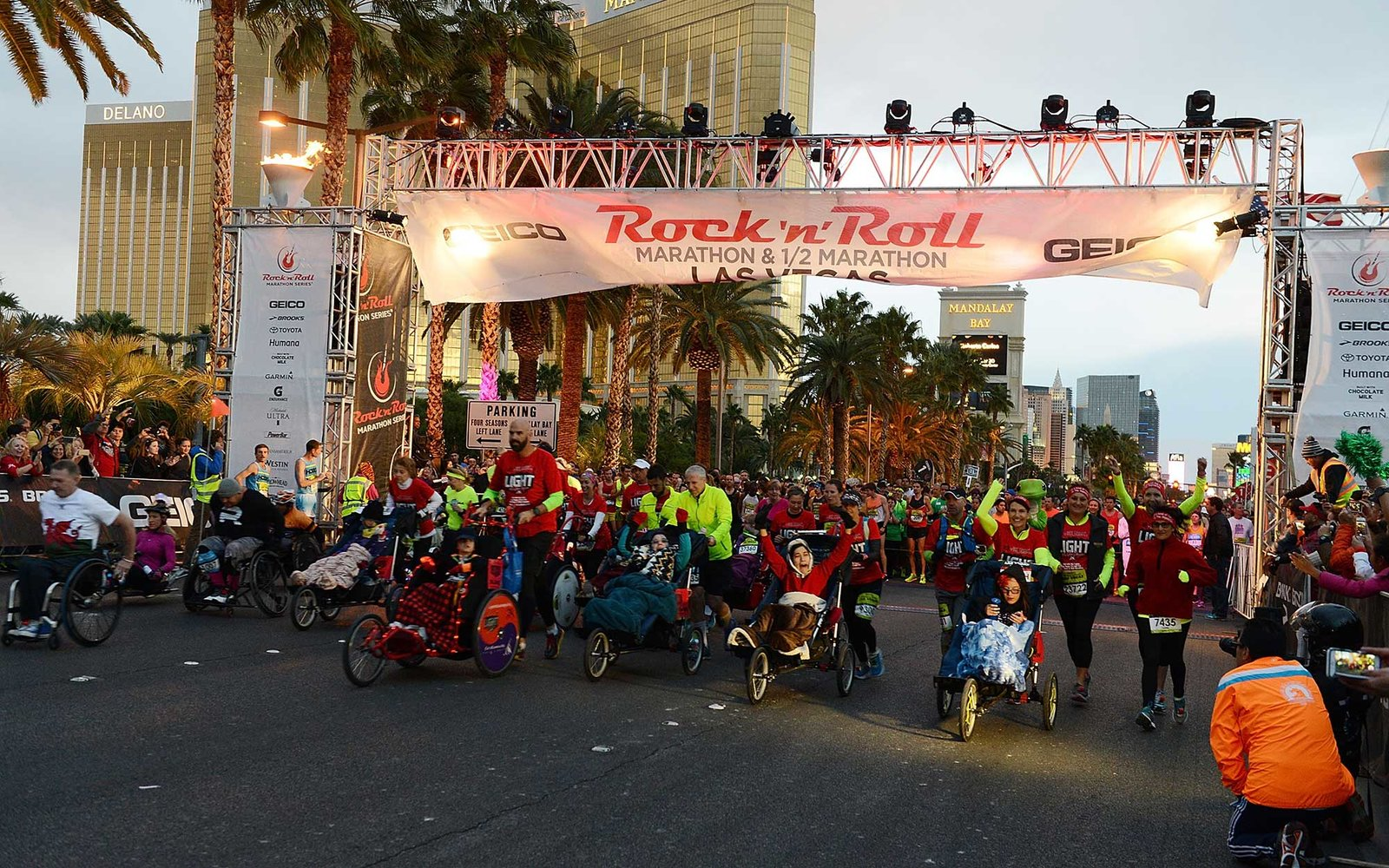 LAS VEGAS, NV - NOVEMBER 15:  A general view during the GEICO Rock 'n' Roll Las Vegas marathon on November 15, 2015 in Las Vegas, Nevada.  (Photo by Denise Truscello/Getty Images for Rock 'n' Roll Marathon Series)
