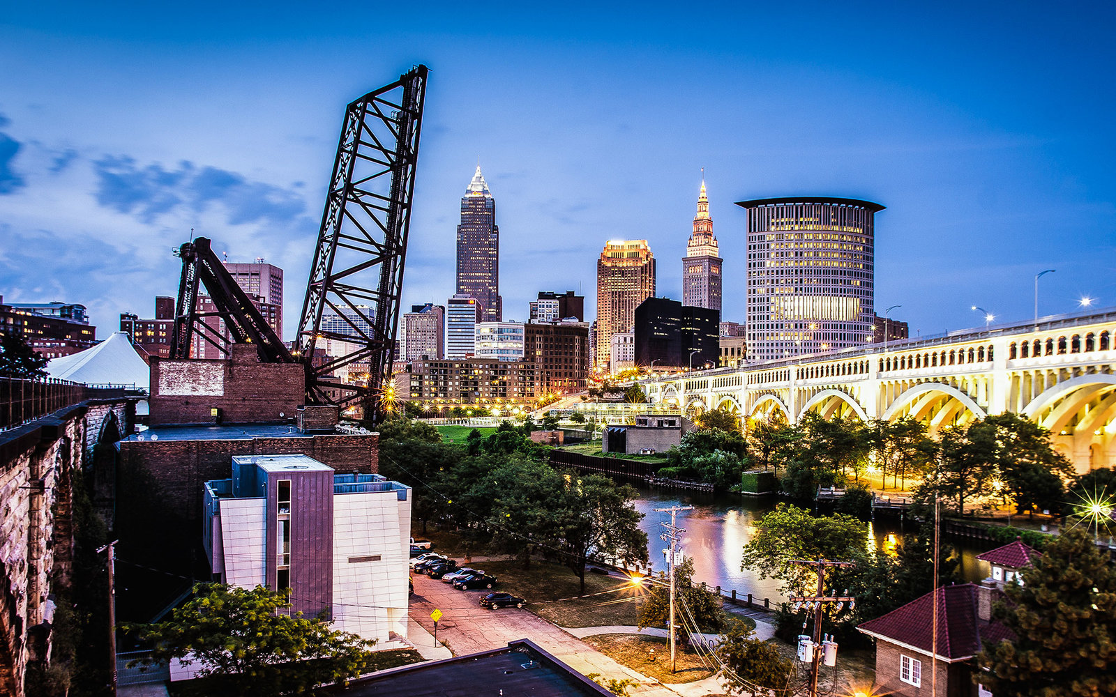 Cuyahoga River bank, Cleveland Downtown