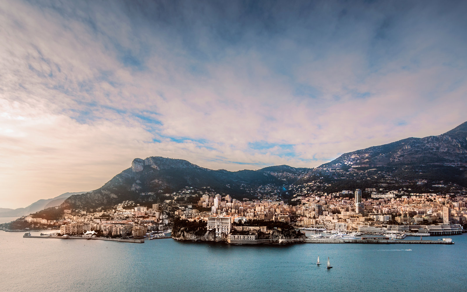 Monaco Luxury Apartments Will Rise Out of the Mediterranean Sea