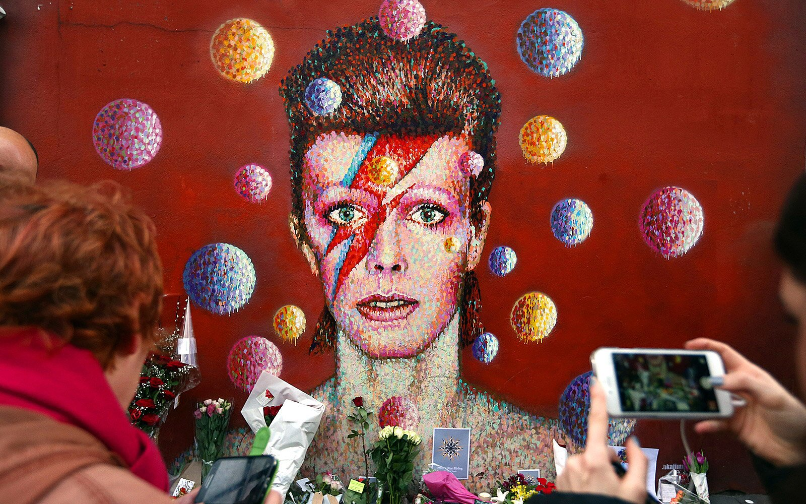 Where To Find David Bowies Old Haunts In New York City And London