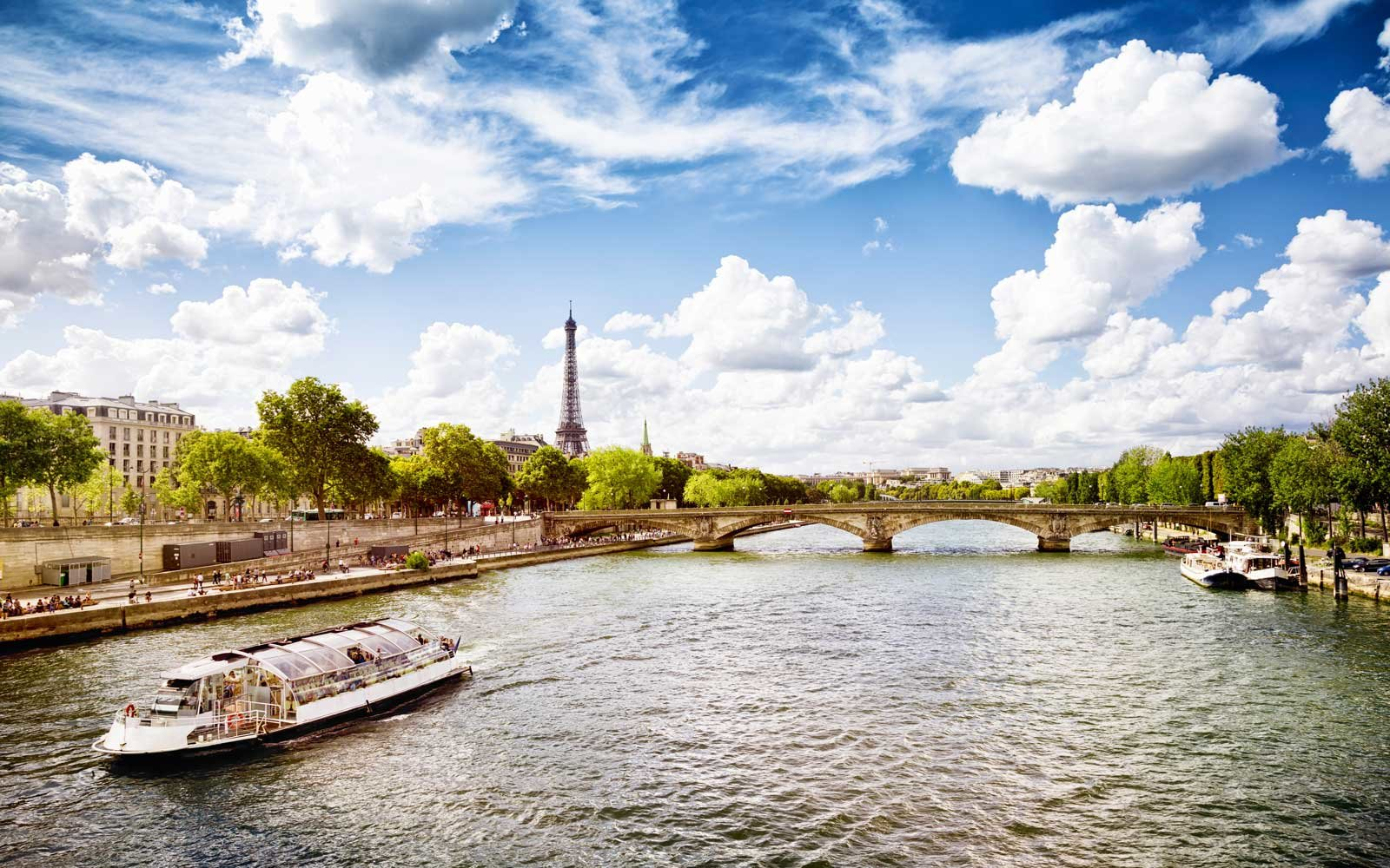 Affordable Vacation in Paris France