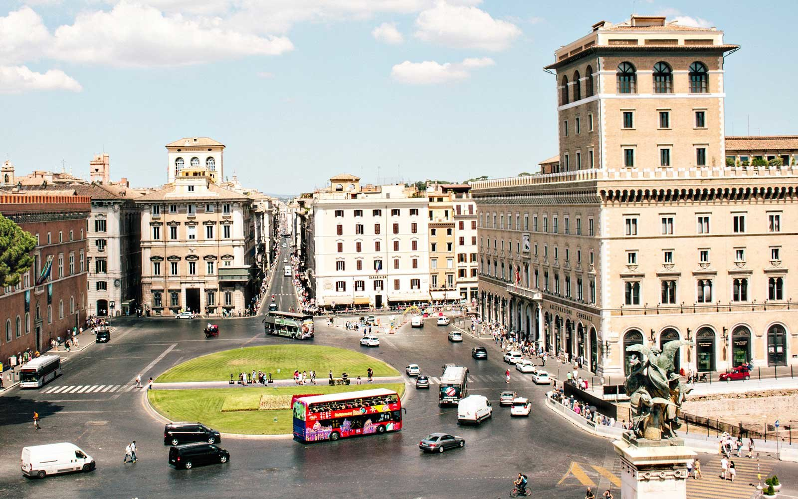 Cityscape of a very tourist area of Rome.
