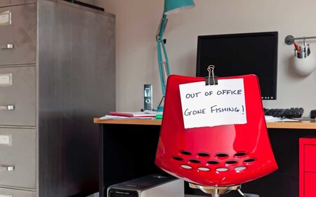 12 Hilarious Out Of Office Messages For Your Next Vacation Travel