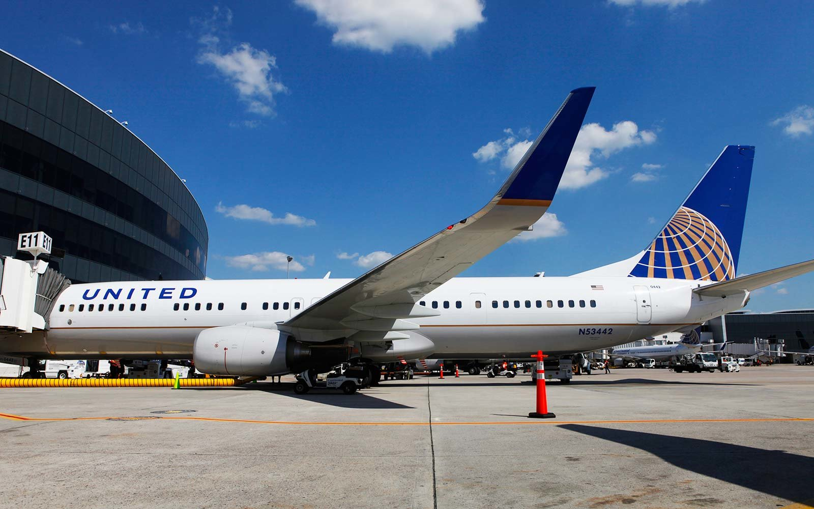 United Airlines plane airport tarmac Colorado Summer Overheat Baby