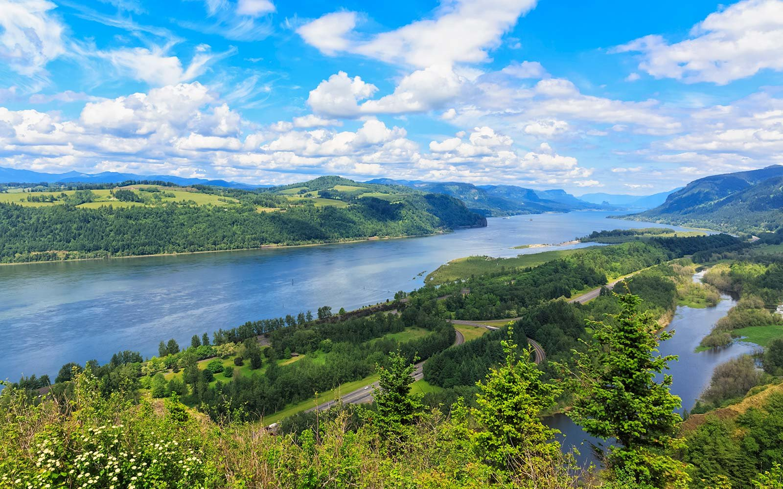 USA, Oregon and Washington, Columbia River Gorge as seen from Crown Point Portland Hike Adventure