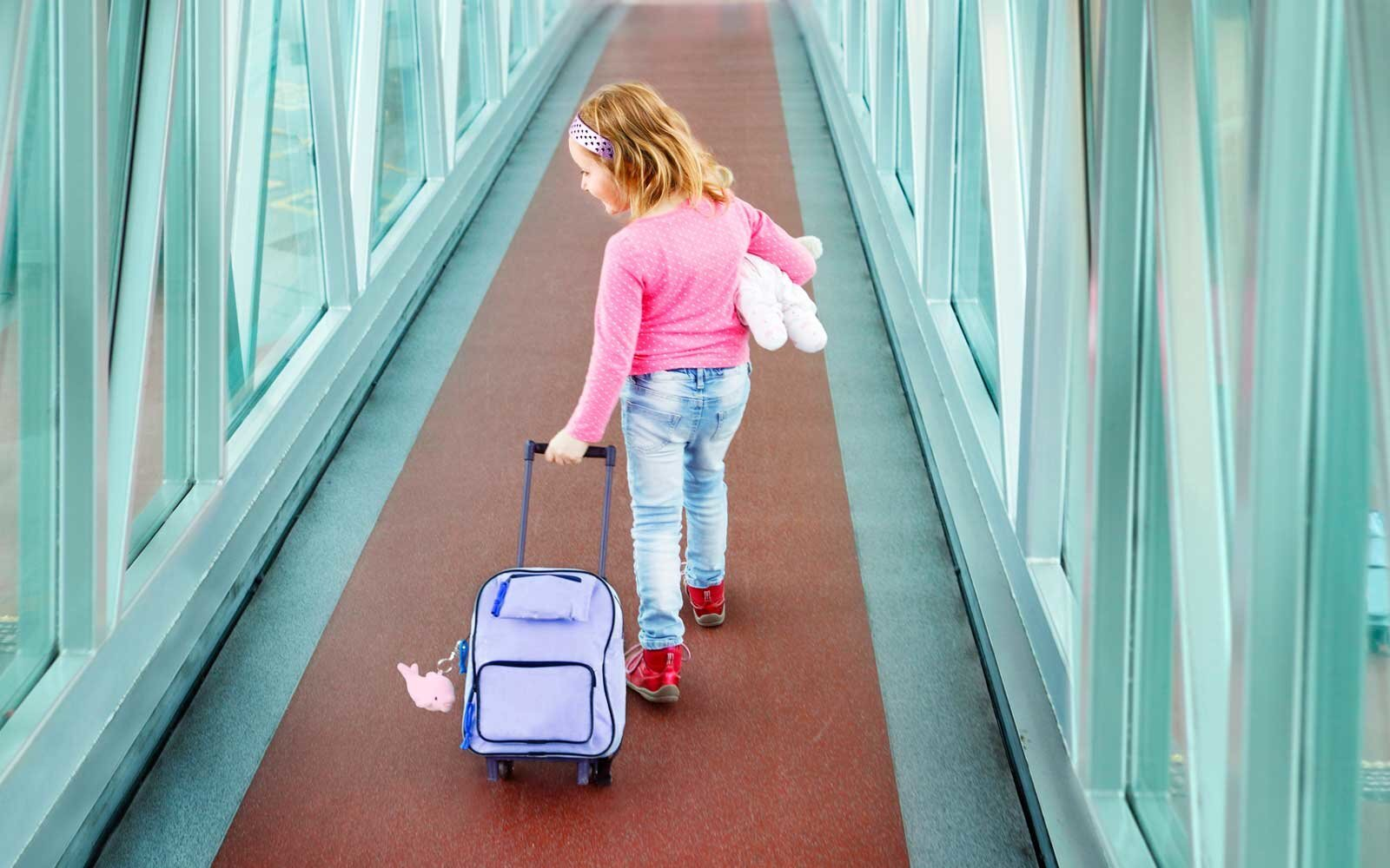 a6d76cd5f00b 12 Adorable Kids  Luggage Pieces for Your Next Family Vacation