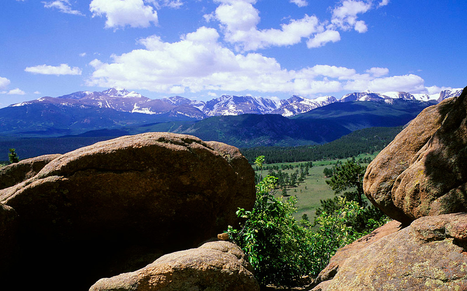 UNITED STATES - 1996/07/28: USA, Colorado, Rocky Mountains National Park, View Of Longs Peak. (Photo by Wolfgang Kaehler/LightRocket via Getty Images)