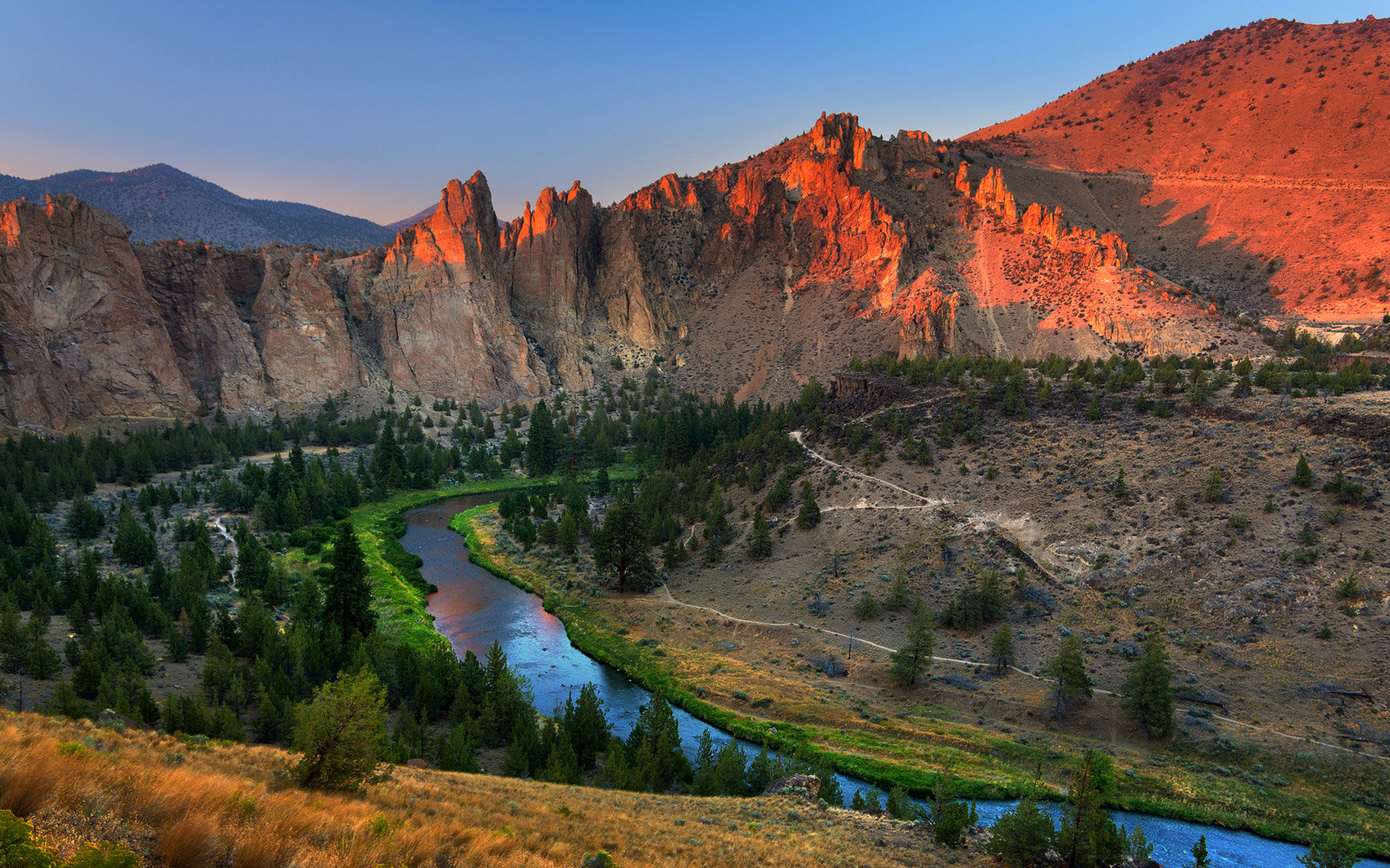 Sunset over Smith Rock State Park and Crooked River in summer seen from Misery Ridge trail, Oregon.