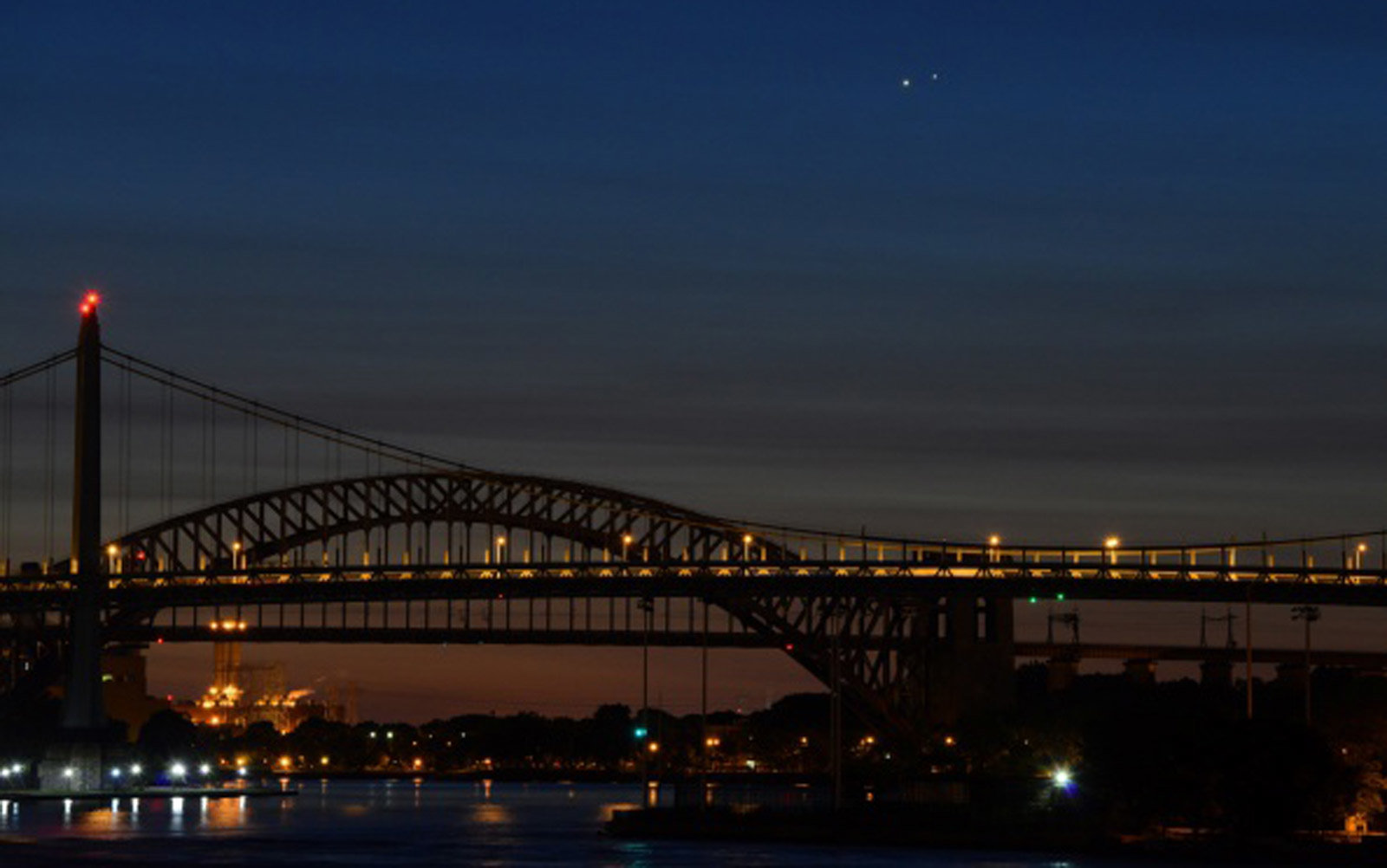 Venus (L) and Jupiter (R) rise together in a  rare conjunction over the Hell Gate (rear) and Robert F. Kennedy (front) Bridges in the early morning of August 18, 2014 in New York.